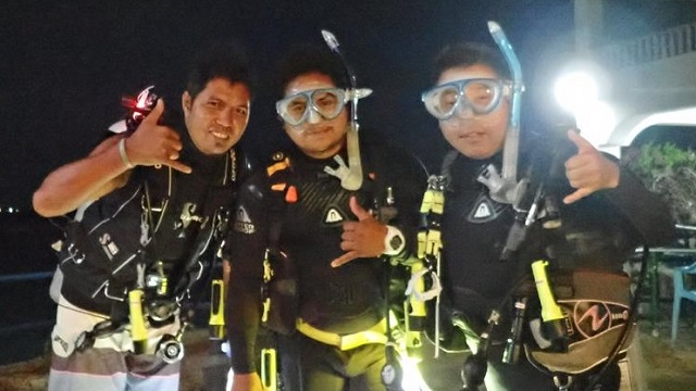 night diving - group photo